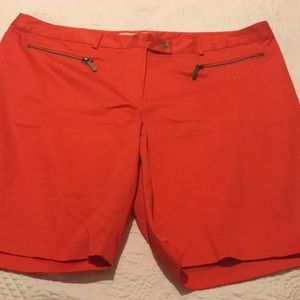 Michael Kors shorts like new condition in a 20W
